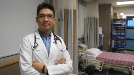 Colin Siu is the first student to take part in a new clinical rotation in Aboriginal health, thanks to a first-of-its-kind partnership between UAlberta's Faculty of Medicine & Dentistry and the Bigstone Health Commission., Article by Bev Betkowski Photo by Ross Neitz, University of Alberta.