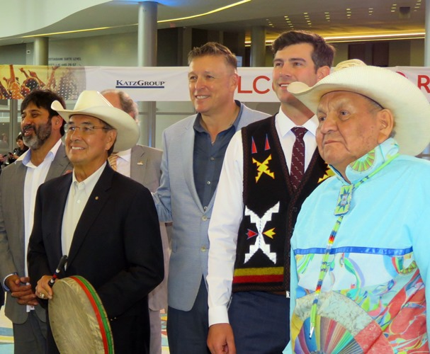 Alex Janvier with Mayor Don Iveson, Bob Black, Willie Littlechild and Sanjay Shahani. Photos by Jphn Copley